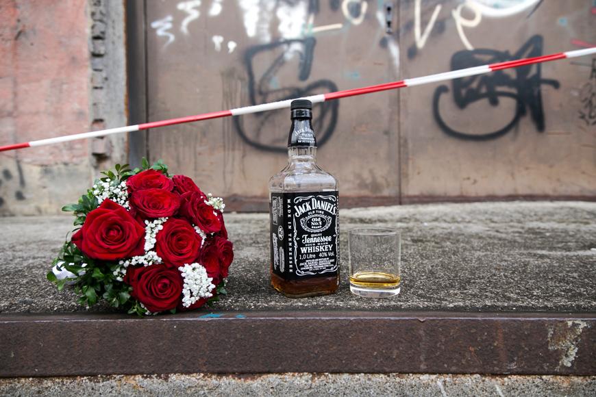 whiskyflashe und brautstrauss