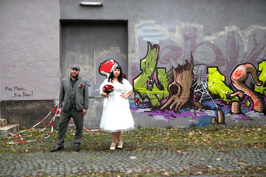 brautpaar posiert für den fotografen