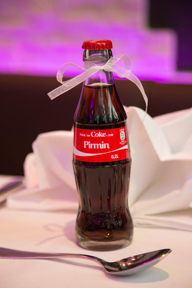 name des brauetigam steht auf cola flasche