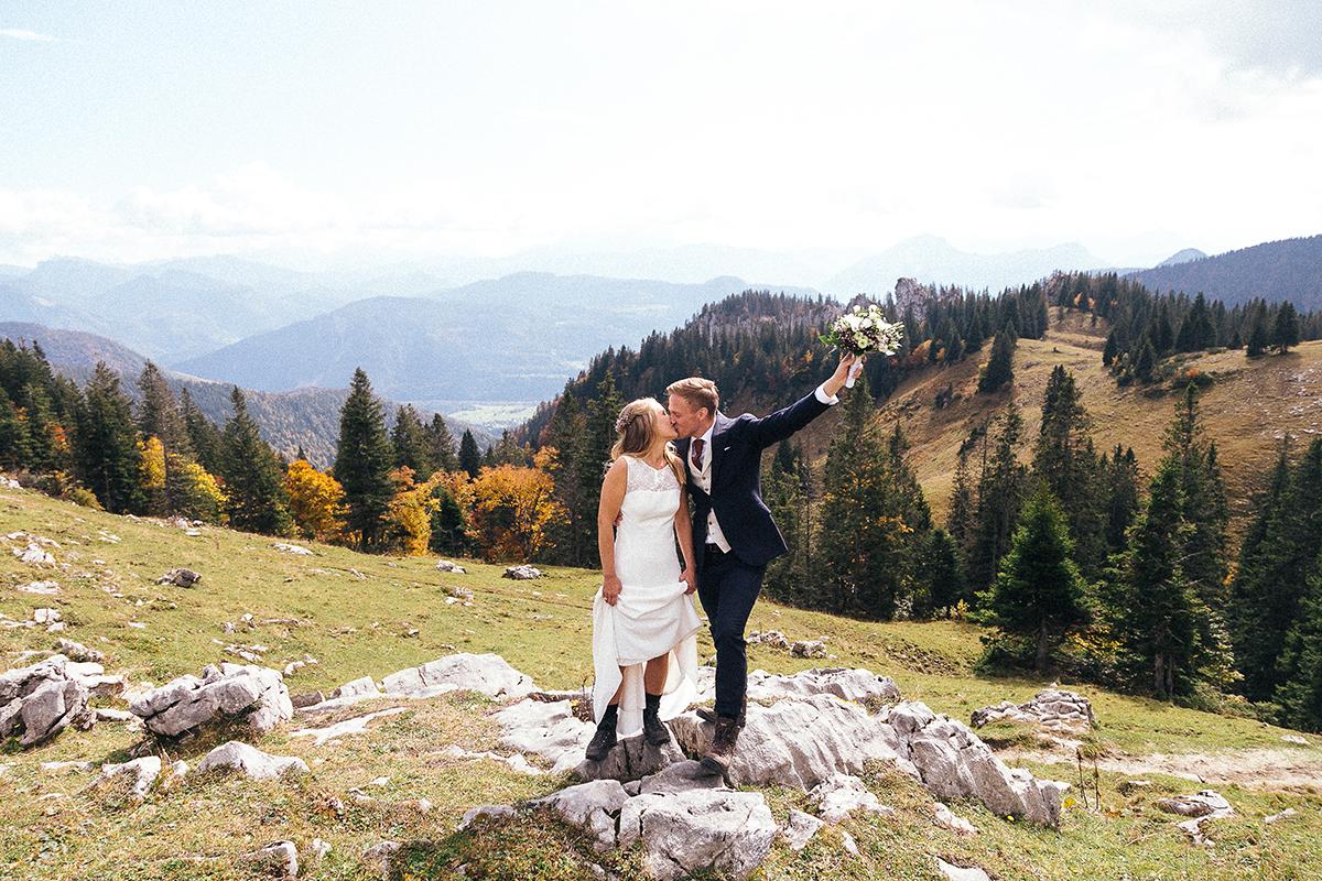 brautpaar-in-den-bergen